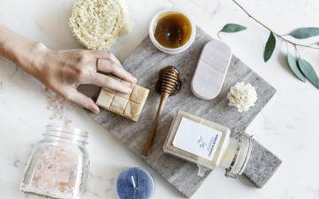 Exfoliantes caseiros: receitas naturais que fazem bem à pele (e à carteira)