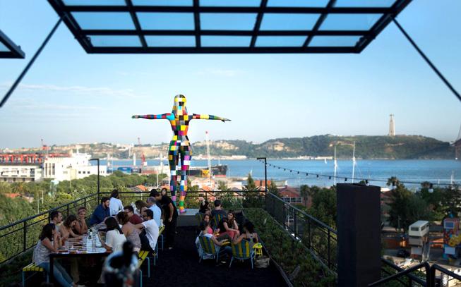 Esplanadas para aproveitar o bom tempo (em Lisboa e no Porto)