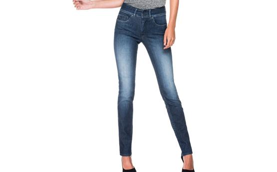 Calça jeans na moda: 7 tipos de blusa para usar com a peça