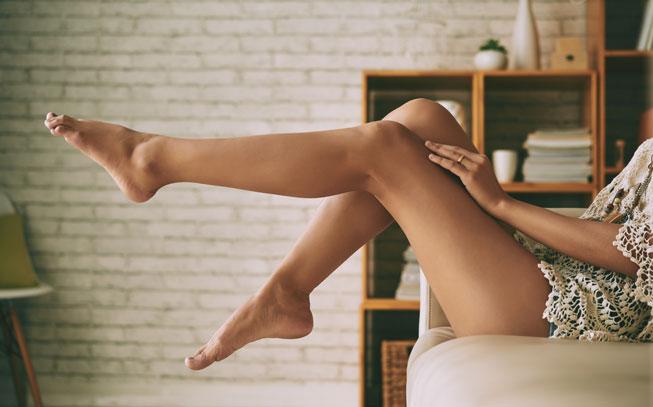 sim, é possível combater a celulite em casa com uma massagem modeladora