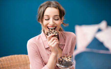 Toda a verdade sobre o chocolate fazer borbulhas (e outros mitos sem lógica)