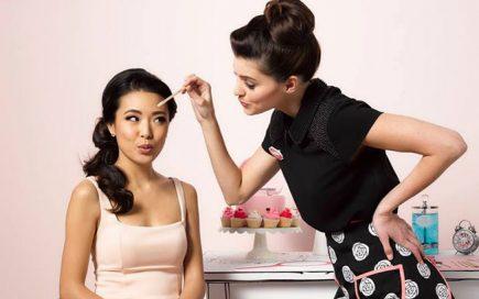 Bold is Beautiful: arranje as sobrancelhas e ajude mulheres e jovens