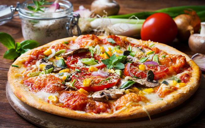Convide os amigos e faça esta deliciosa receita de pizza vegetariana