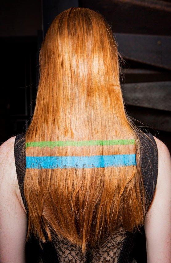 cabelo com faixas de cor