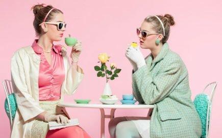 Vai ter amigo e família em casa? Aprenda a servir chá