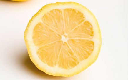 Limão: o fruto antioxidante que ajuda na prevenção do cancro