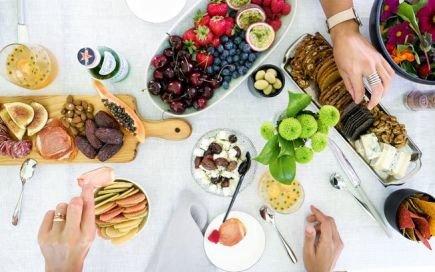 Jantar de tábua: um delicioso salva-vidas das refeições de grupo