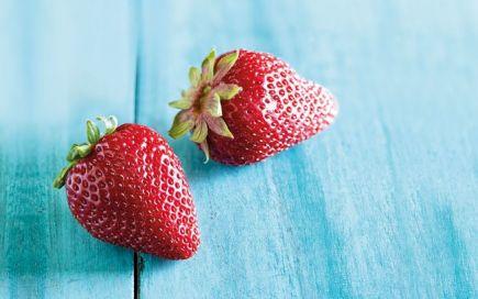 Morango: o fruto romântico a que tem de dar mais atenção