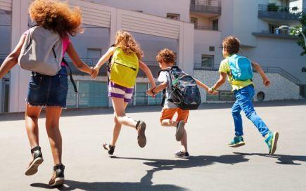 Regresso às aulas. Dicas para aliviar a mochila dos seus filhos (e proteger-lhes as costas)