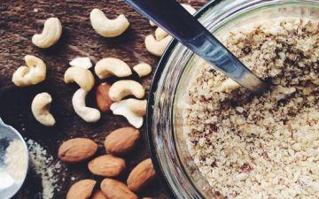 Dê mais sabor às massas com este parmesão de frutos secos (vegan)