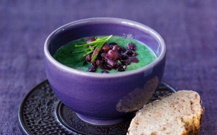 Aconchegue-se com esta sopa de feijão azuki com espinafres