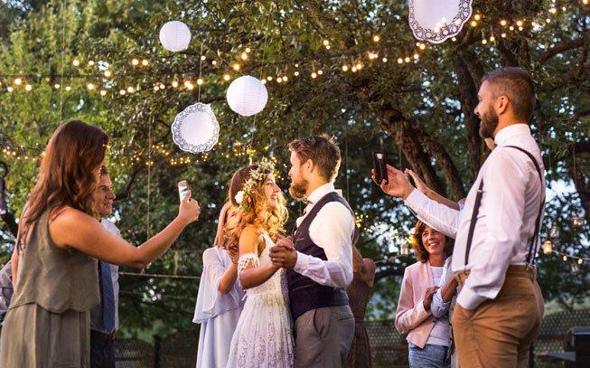 10 Ideias para Dança dos Noivos – Casa, Comida, e Roupa