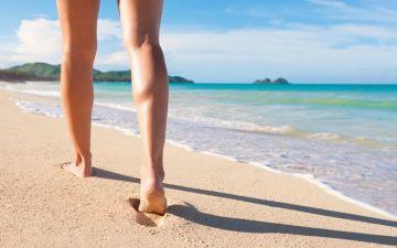 É assim que deve cuidar dos seus pés este verão