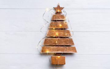 10 ideias originais de árvores de Natal para decorar espaços pequenos