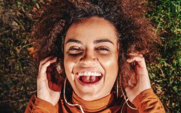 12 podcasts de bem-estar e fitness para começar a ouvir já hoje
