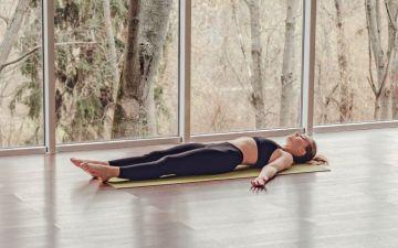 Yoga do sono: três posturas que garantem uma noite descansada