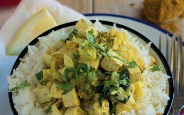 Caril de tofu e espinafres, a receita perfeita para levar na marmita