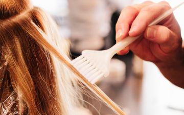 Pintar o cabelo pode estar associado ao cancro da mama, diz novo estudo