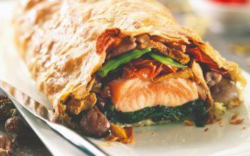 Faça uma refeição saudável com este folhado de salmão com legumes