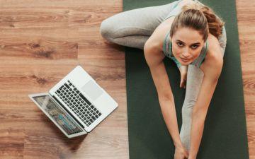 Estes canais do YouTube vão ajudá-la a manter-se em forma sem sair de casa