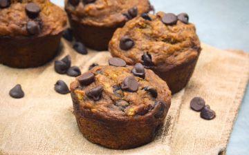 Estes muffins de banana são saudáveis e ficam prontos em 30 minutos