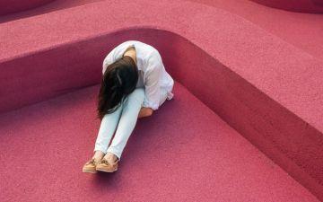 Sofre de agorafobia? Saiba que não está sozinha (muito pelo contrário)