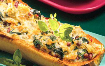 Esta abóbora recheada com queijo e romã vai despertar o seu paladar