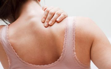 6 hábitos que estão a fazer mal às suas costas