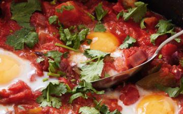 Prepare uma refeição mexicana com estes huevos rancheros
