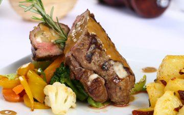Já experimentou lombo de vaca recheado com pera e queijo?