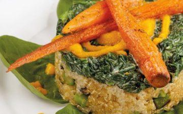 Risoto de quinoa com espinafres, um prato saudável e rico em fibras
