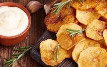 Chips no forno: o truque para um snack saudável e delicioso