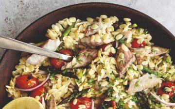 E por falar em verão, que tal uma salada morna de carapau e tomate assado?