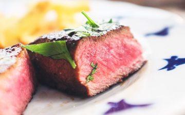 Deixar de comer carne ao jantar pode reduzir doenças do coração em 10%