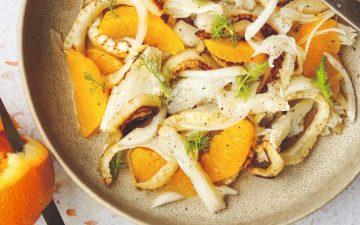 Uma salada de bacalhau, laranja e funcho perfeita para os dias de calor